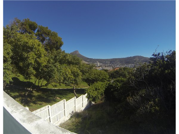 220 m² land available in Vredehoek photo number 0