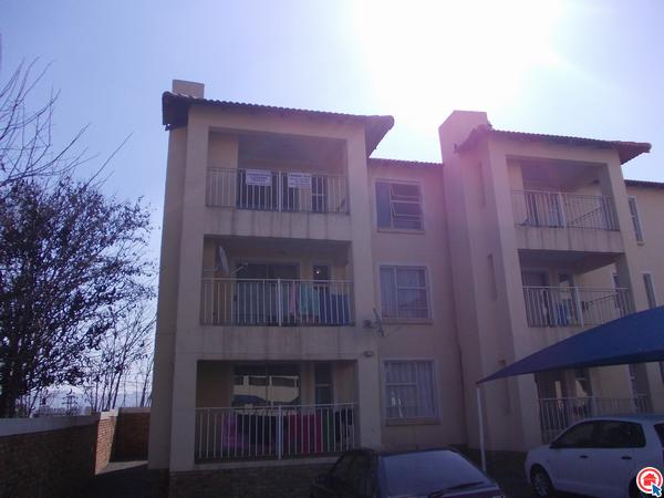 2 bedroom apartment in Rensburg photo number 0