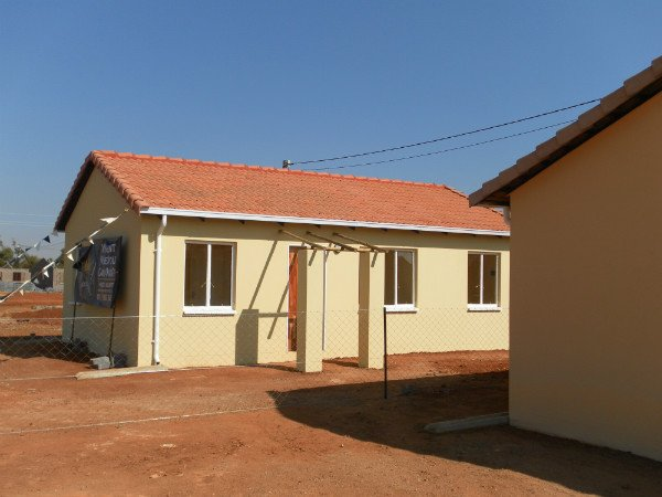 2 Bedroom House in Protea Glen photo number 1