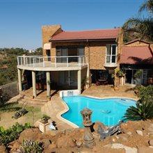 4 Bedroom House for sale in Glenvista | T133560