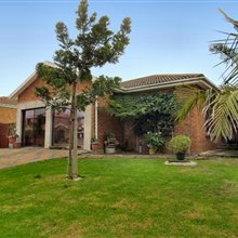 3 bedroom house for sale in Protea Heights | T95365