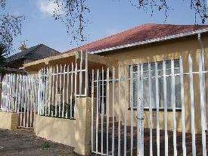 3 bedroom house in Turffontein photo number 0