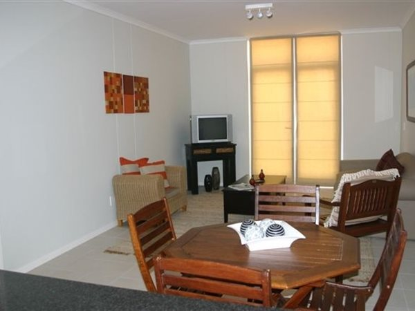 2 bedroom apartment in Muizenberg photo number 1