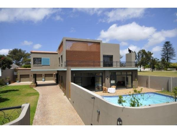 5 bedroom house in Summerstrand photo number 0