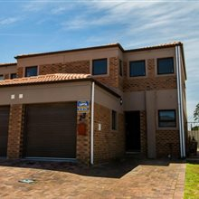 3 bedroom townhouse for sale in Protea Heights | T145553