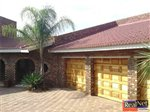 4 bedroom house in Klerksdorp photo number 6