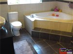 4 bedroom house in Klerksdorp photo number 7