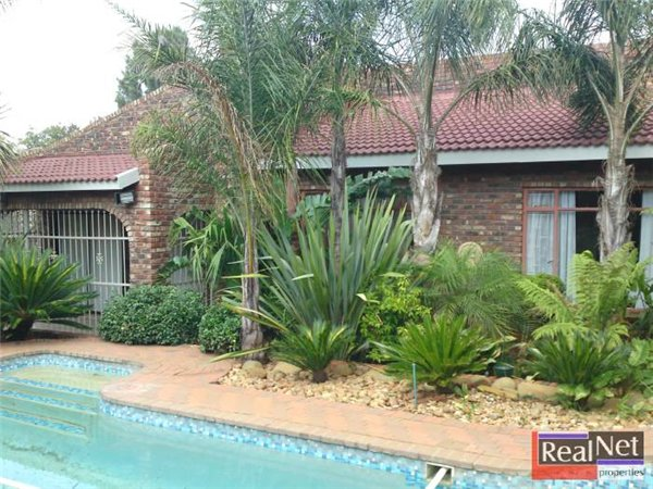 4 bedroom house in Klerksdorp photo number 0