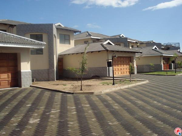 3 bedroom duplex in Arboretum photo number 0