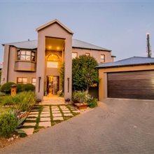 4 bedroom house for sale in Glen Erasmia | T86407