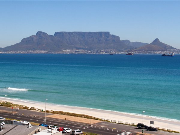 2 Bedroom Apartment in Bloubergstrand photo number 16