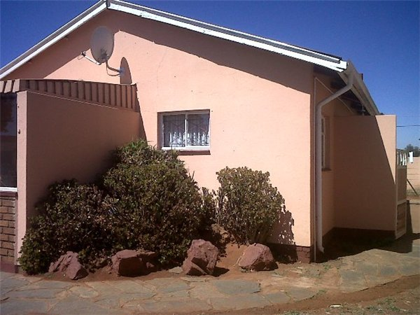 3 bedroom house in Eldorado Park photo number 0