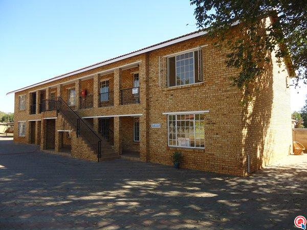 2 bedroom simplex in Rustenburg Cbd photo number 0