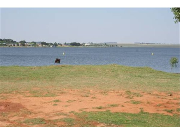 700 m² land available in Kungwini Country Estate photo number 0