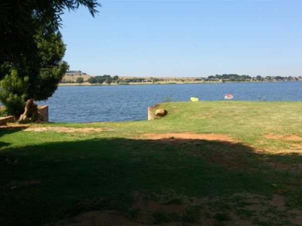 938 m² Land available in Kungwini Country Estate photo number 1