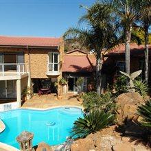 4 Bedroom House for sale in Glenvista   T983433