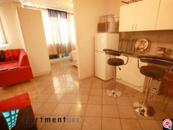Bachelor flat in Durban CBD photo number 1
