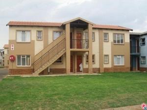 3 bedroom apartment in Protea Glen photo number 0
