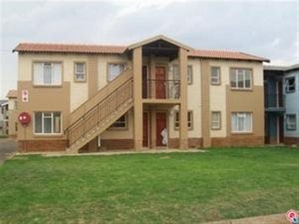 3 bedroom apartment in Protea Glen photo number 0