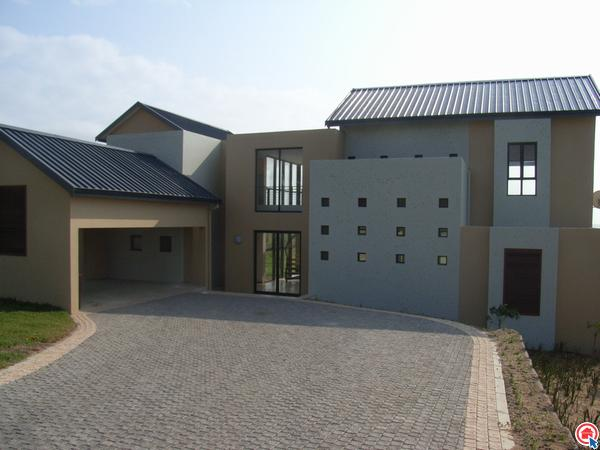 4 bedroom house in Zinkwazi Beach photo number 0