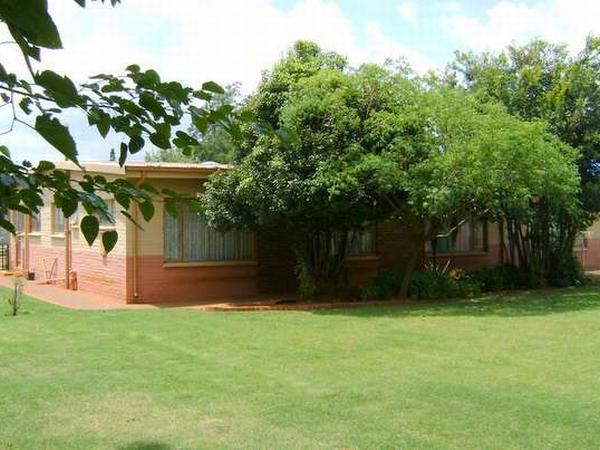 3 bedroom house in Westonaria photo number 0