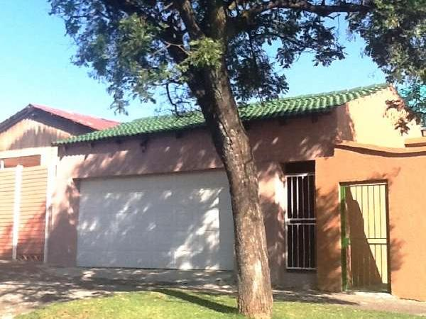 2 bedroom house in Turffontein photo number 0