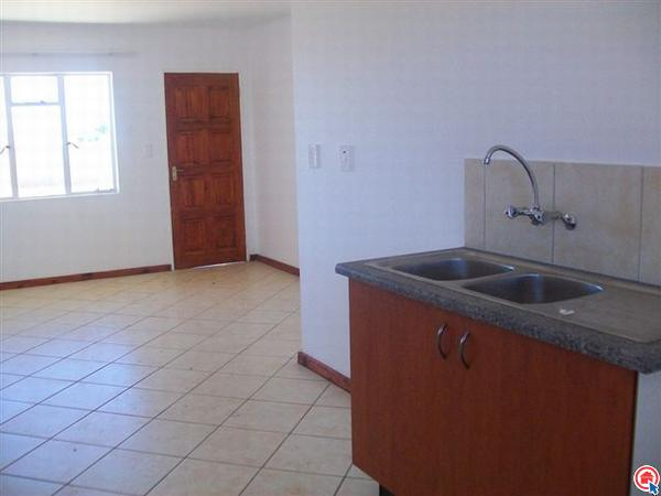 2 Bedroom Apartment in Protea Glen photo number 1