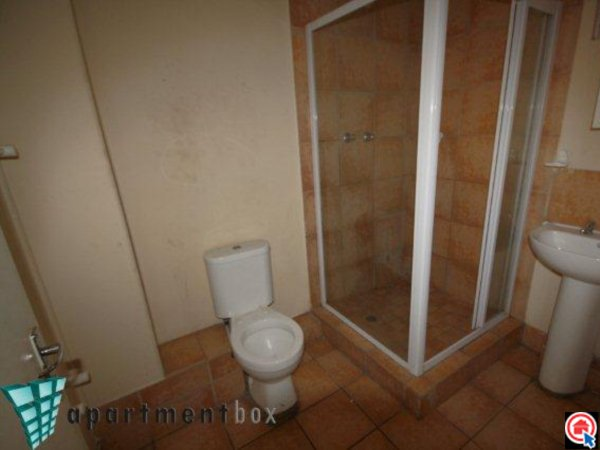 Bachelor flat in Durban CBD photo number 3