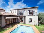 4 bedroom cluster in Ruimsig Country Estate photo number 3