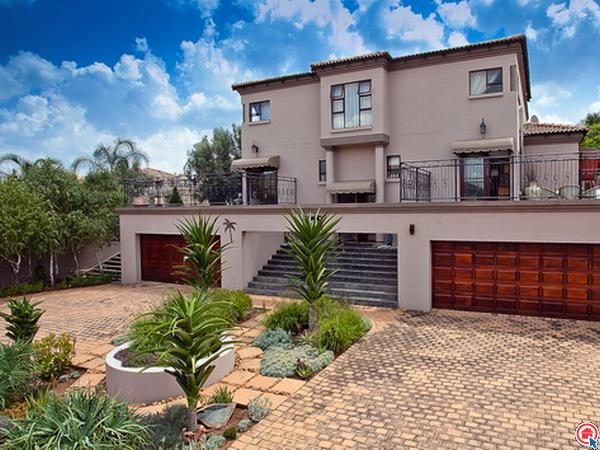 4 bedroom cluster in Ruimsig Country Estate photo number 0