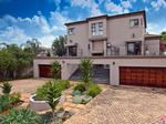 4 bedroom cluster in Ruimsig Country Estate virtual tour
