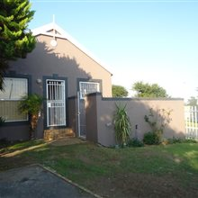 2 bedroom house for sale in Vredekloof | T382921