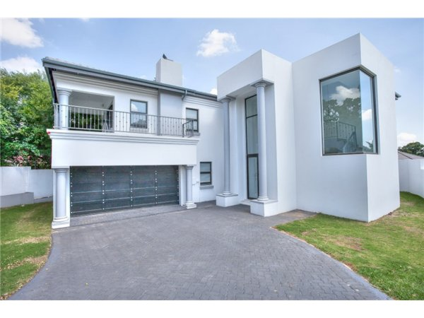 4 bedroom house in Douglasdale photo number 0