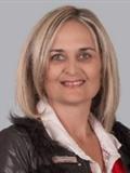Riana Esbach (Intern)