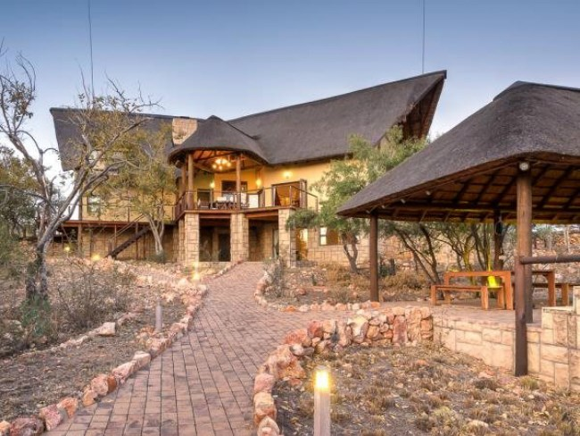 front view of Retief Goosen's R7.5 million home for sale exterior