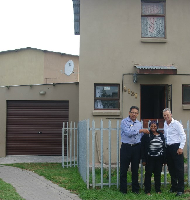 Nancy Witbooi receiving the keys to her home