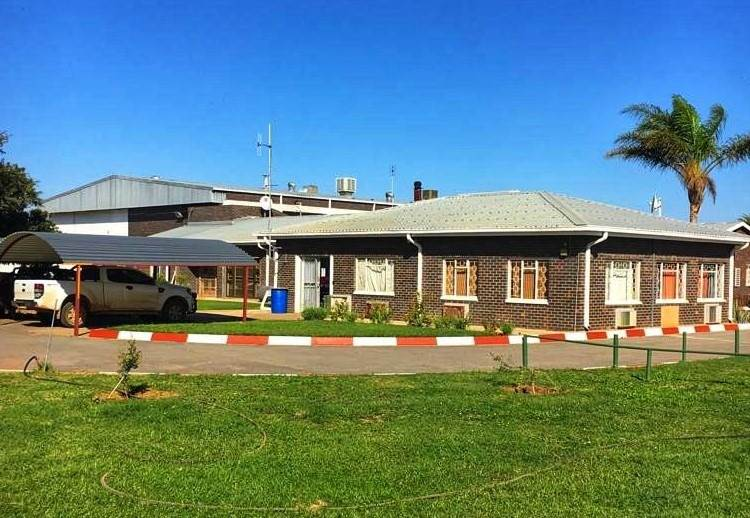 3000 m commercial space in mafikeng