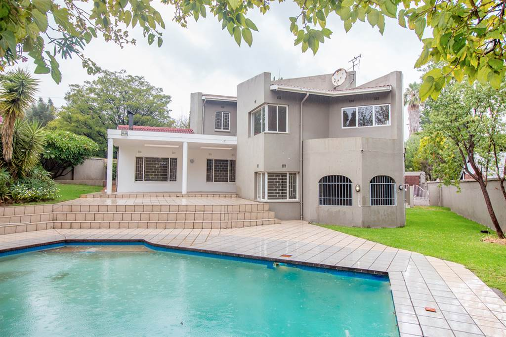 Property For Sale In Hurlingham Manor