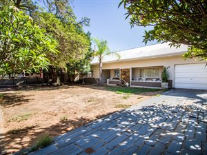 3 Bed House in Oudtshoorn photo