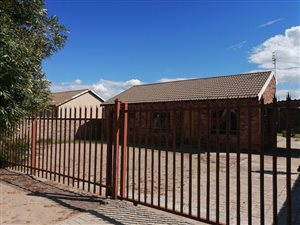 3 Bed House in Mafikeng photo
