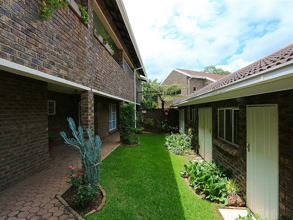 1 bedroom apartment for sale in linden t1644567 private property Linden public swimming pool johannesburg