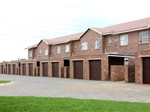crystal park property and houses to rent private property rh privateproperty co za