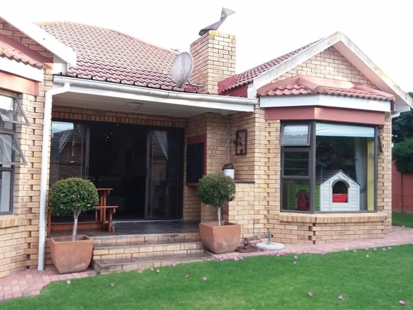 3 Bedroom House For Sale In Heather Park T1316810