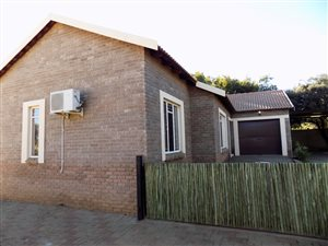 3 Bed Townhouse in Swartruggens photo