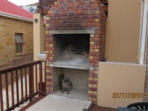 4 Bed Apartment in Mossel Bay Central thumb