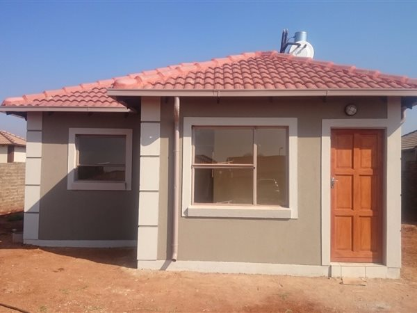 2 bedroom house for sale in ga rankuwa t385488 private for Tuscan roof design